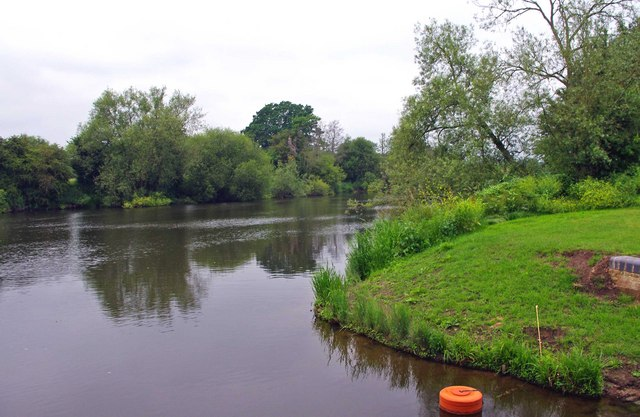 River Severn near the entrance to the Droitwich Barge Canal