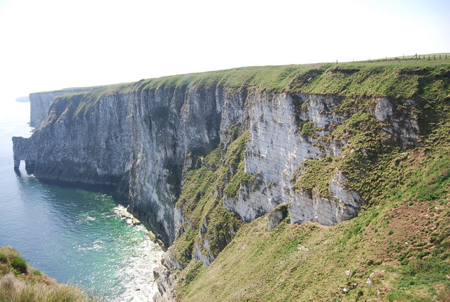 Cliffs west of Scale Nab