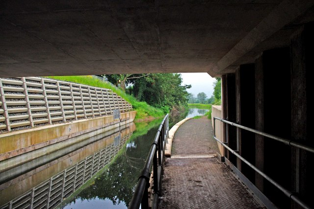 Droitwich Barge Canal - inside the tunnel under the A449 road