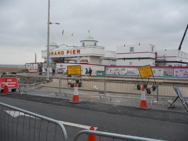 Weston-Super-Mare : Royal Parade & Grand Pier