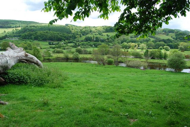 Meandering Afon Dyfrdwy
