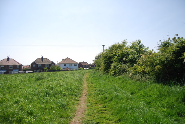 Footpath coming into Flamborough