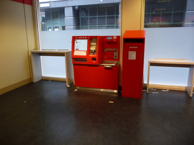 London: postbox and posting machine at Houdsditch Post Office