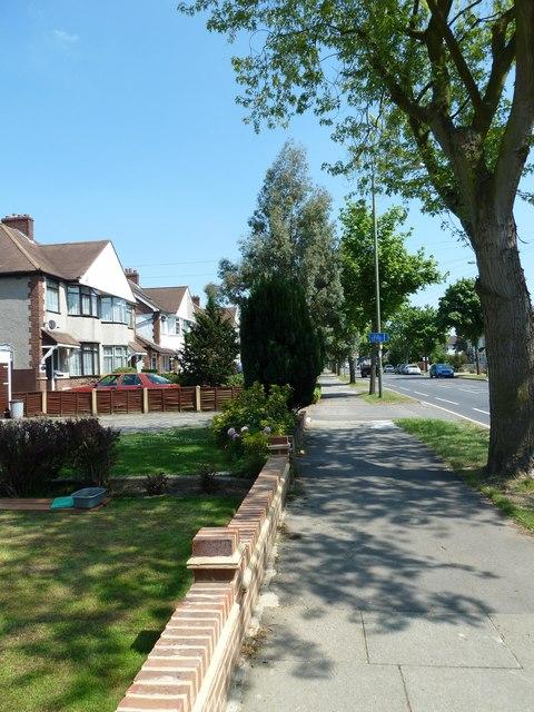 Cycle lane sign in Southborough Lane