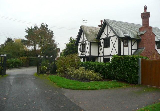 House by the church gates, Elford