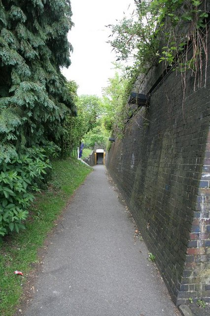 Alley to the station