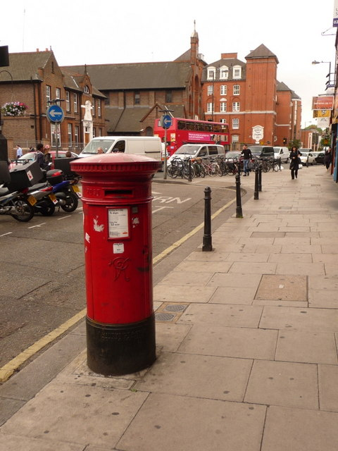 Hammersmith: postbox № W6 36, Fulham Palace Road