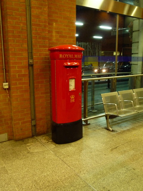 London: postbox № SE1 38, Waterloo Station
