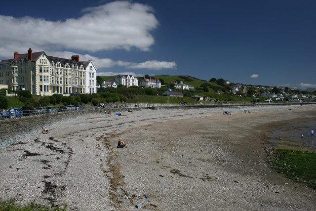 Caerwylan Hotel and beach