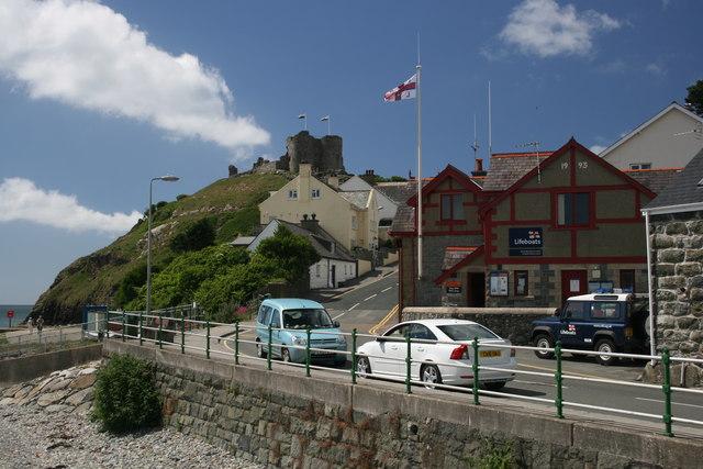 Criccieth Castle and RNLI
