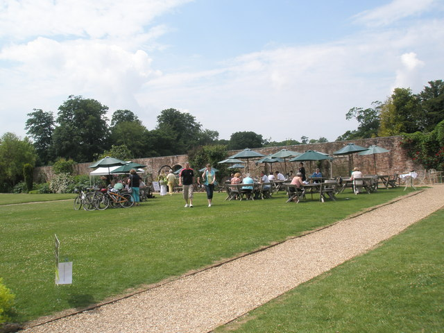Tables outside the restaurant at Stansted House (2)