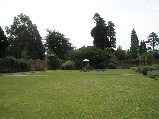 The lovely grounds at Stansted House (2)