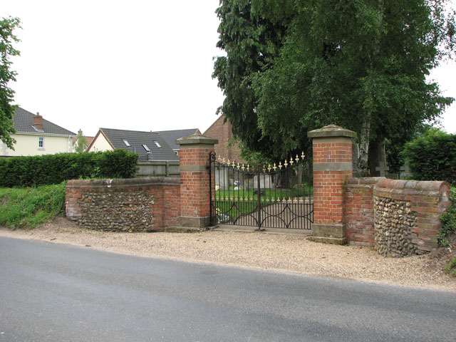 Cemetery entrance from Tuns Road, Necton
