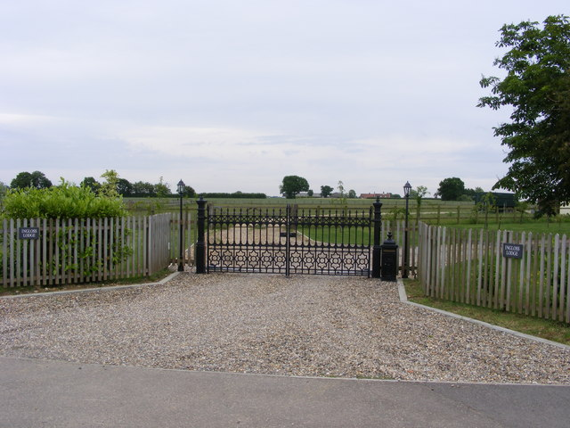 The gates of Ingloss Lodge