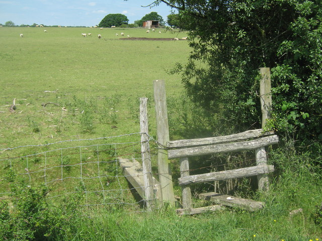 Stile and footbridge near Hornbrook Farm
