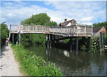 SU4767 : Cyclebridge over Kennet & Avon Canal by Given Up