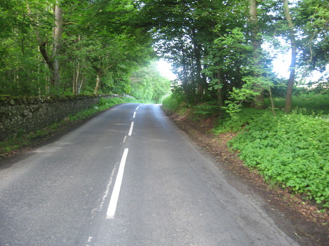 The B8357 passing near Weems House