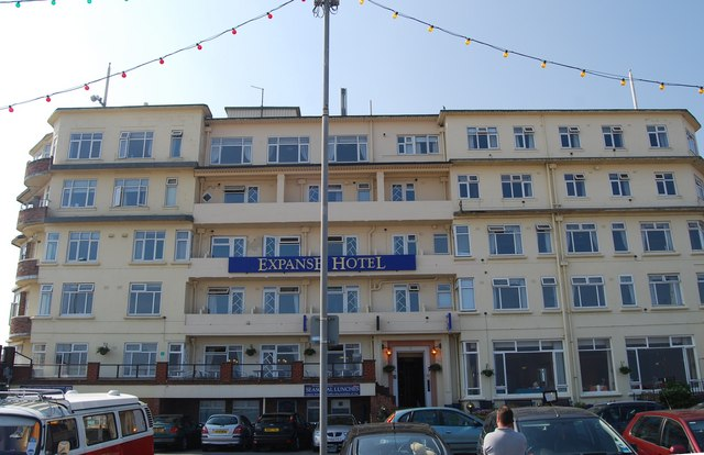 Expanse Hotel, North Marine Drive