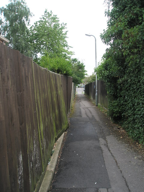 Path from London Road to Hunters Ride