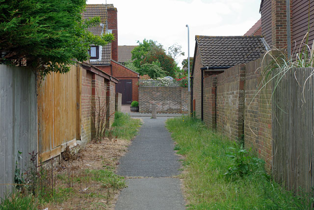 The footway between Rowan Close and Willow Drive