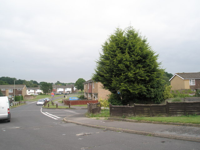 Approaching the junction of Cunningham Road and Boyle Crescent