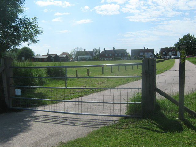 Gate on the Saxon Shore Way near Appledore