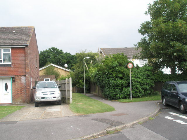 Path from Vian Road to Cunningham Road