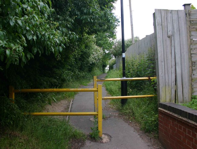 Footpath from Piper Way to Glenfield Road