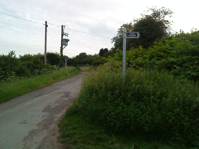 Footpath sign on Common Lane