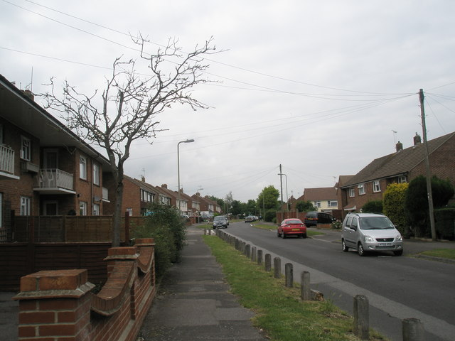 Approaching the junction of  Cunningham Road and Gordon Road