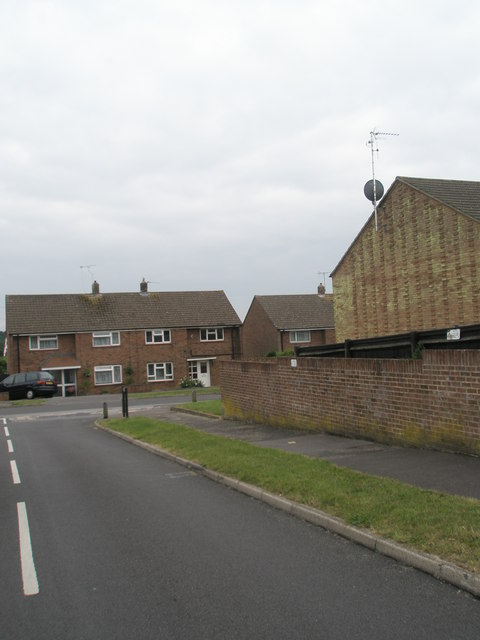 Approaching the junction of  Gordon Road and Cunningham Road