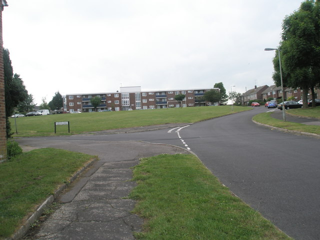 Approaching the junction of  Corbett Road and Gordon Road