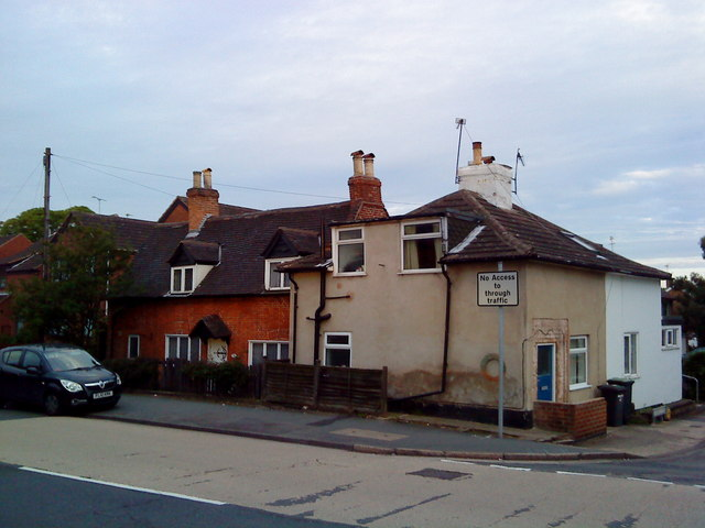 Cottages on the High Road, Chilwell
