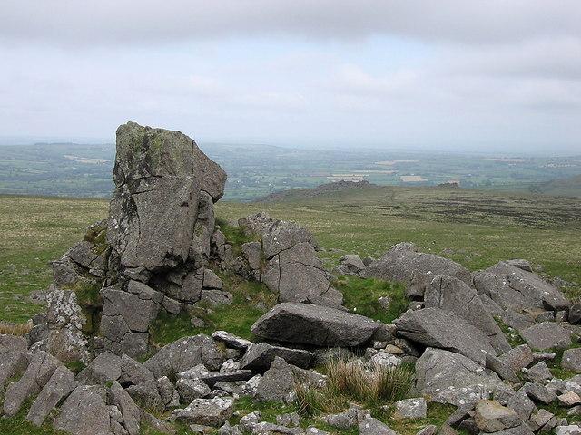 Rock outcrops near Carn Bica