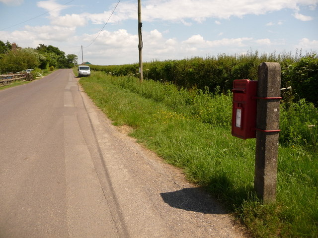 Holwell: postbox № DT9 124