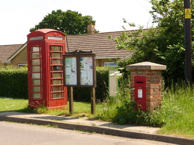 Holwell: postbox № DT9 44 and phone