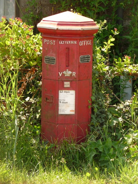 Holwell: postbox № DT9 4, Barnes Cross