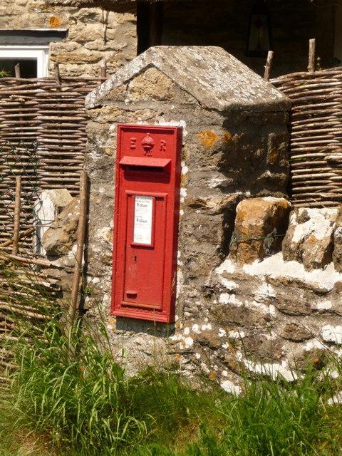 Bishop's Caundle: postbox № DT9 14, Poll Bridge