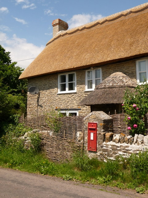 Bishop's Caundle: thatched cottage at Poll Bridge