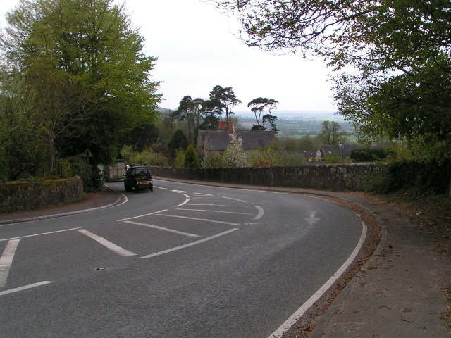 Looking west on the B-road leaving Shaftesbury