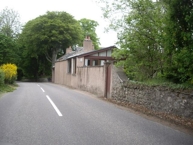 Garage Cottage near Falls of Feugh