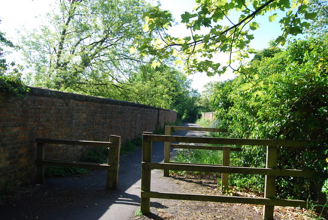 The old railway line crosses the viaduct over Scalby Beck (Sea Cut)
