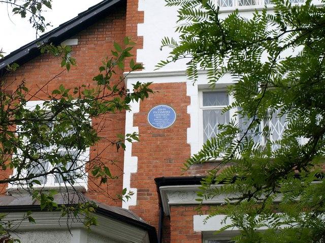 Blue plaque, Netherhall Gardens