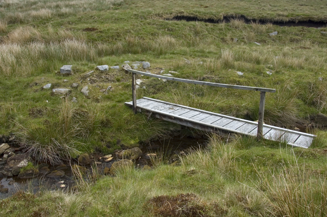 Footbridge over Round Hill Water