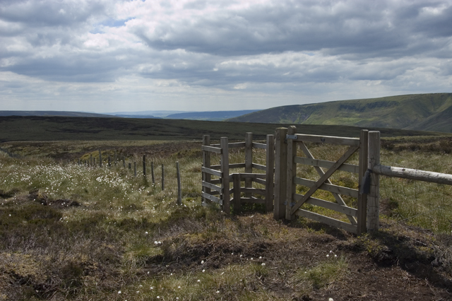 Access gate near Whitendale Hanging Stones