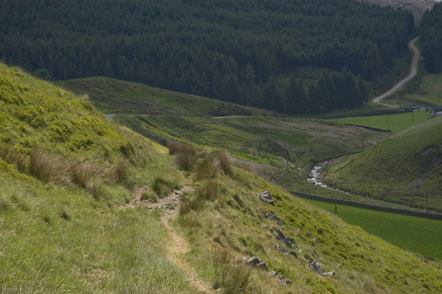 Footpath along the flanks of Middle Knoll