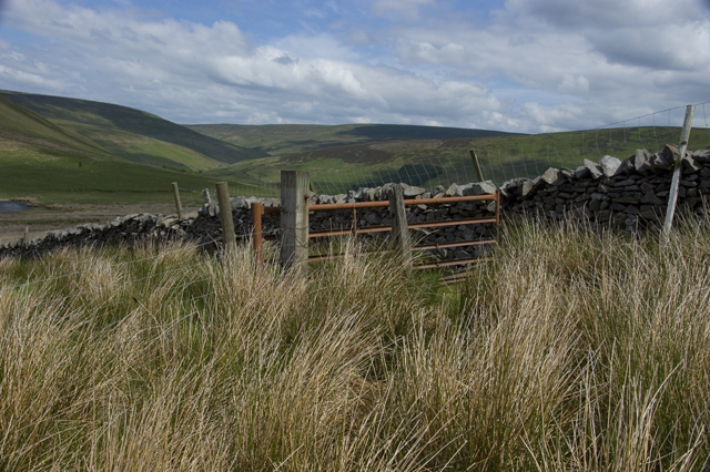 Fence and wall junction on Middle Knoll