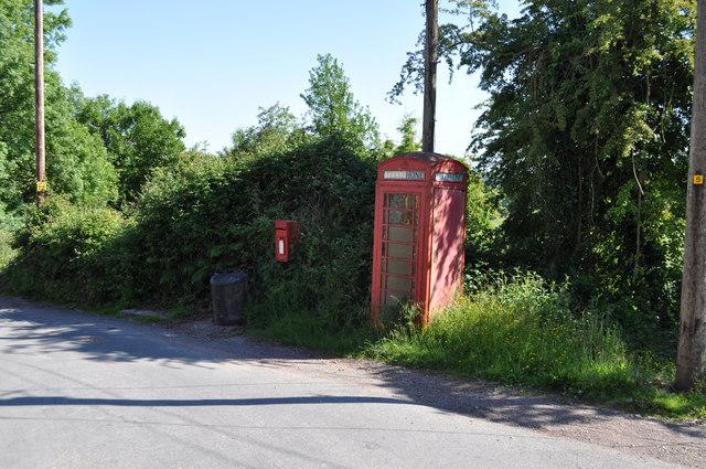 Telephone kiosk at Blakeney Hill