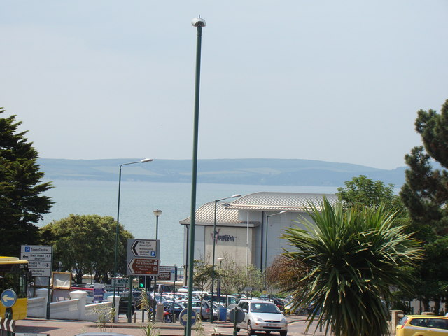 Wider view of the sea from Bath Road
