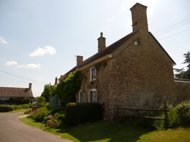 Stalbridge Weston: the cottage with the postbox